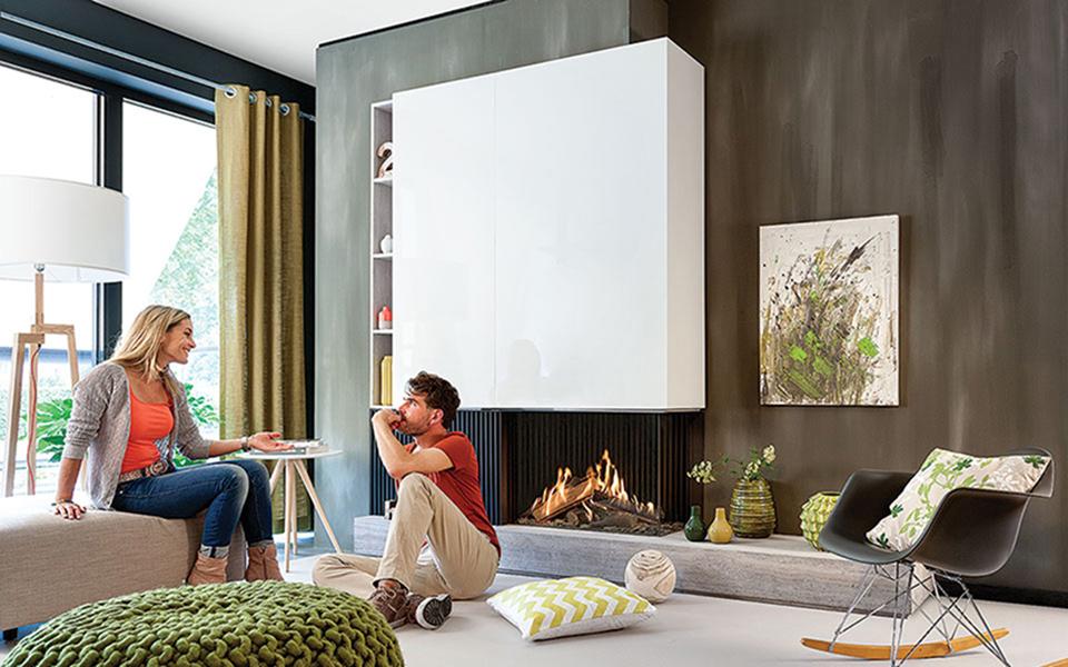 Jeśli planujemy zainstalowanie kominka gazowego wnowo budowanym domu, nie ma potrzeby stawiania komina. Wkłady podłącza się bowiem do systemów kominowych ze stali kwasoodpornej, które można wyprowadzić nawet przez ścianę zewnętrzną
